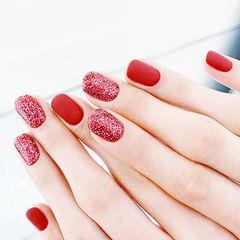 圆形红色磨砂简约显白新年美甲图片