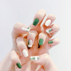 方圆形绿色白色格纹美甲图片