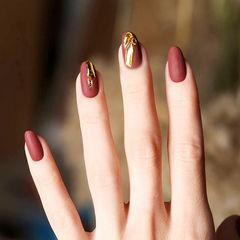 圆形红色金属饰品磨砂美甲图片