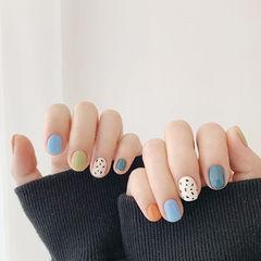 圆形蓝色绿色白色手绘跳色短指甲美甲图片