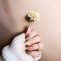 方圆形绿色豆沙色金箔珍珠跳色美甲图片