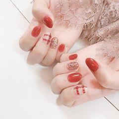 圆形红色格纹美甲图片