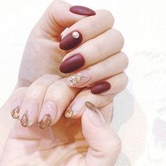 圆形红色裸色金色珍珠磨砂美甲图片
