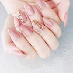 圆形粉色金属饰品简约上班族美甲图片