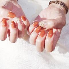 圆形橙色简约美甲图片