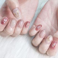 圆形粉色裸色贝壳片花朵美甲图片