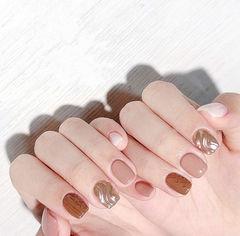 方圆形棕色豆沙色银色水波纹毛衣纹美甲图片