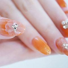 圆形橙色白色手绘花朵钻全国连锁日式学校学美甲加微信:mjbyxs15美甲图片
