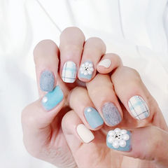 方圆形蓝色格纹珍珠磨砂美甲图片