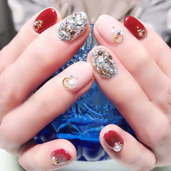 圆形红色裸色钻珍珠美甲图片