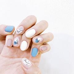 圆形蓝色白色手绘简笔画磨砂美甲图片