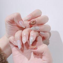 圆形豆沙色裸色银色水波纹贝壳片美甲图片