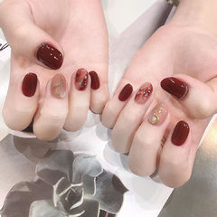 圆形红色裸色晕染金箔新娘全国连锁日式学校学美甲加微信:mjbyxs15美甲图片