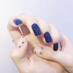 方圆形蓝色干花美甲图片