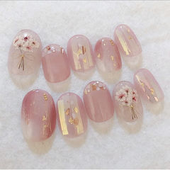 圆形粉色干花碎玻璃贝壳片春天美甲图片