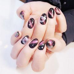 圆形黑色紫色白色手绘星空猫眼美甲图片