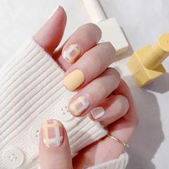 方圆形黄色白色格纹磨砂美甲图片