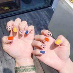 方圆形橙色黄色蓝色手绘豹纹跳色美甲图片