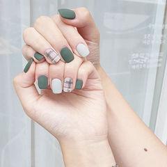 方圆形绿色白色格纹磨砂美甲图片