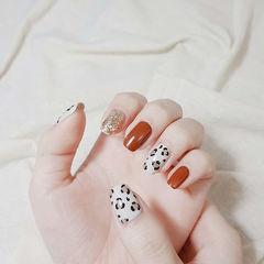 方圆形焦糖色白色手绘豹纹美甲图片