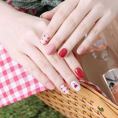 圆形红色粉色白色手绘花朵格纹美甲图片