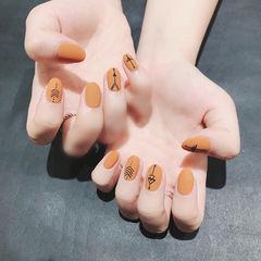 圆形橙色黑色手绘磨砂美甲图片