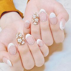 圆形白色金色花朵波点法式美甲图片