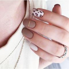 方圆形棕色白色手绘豹纹磨砂美甲图片