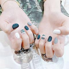 圆形蓝色灰色白色格纹美甲图片