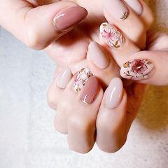 圆形豆沙色裸色手绘花朵全国连锁日式学校学美甲加微信:mjbyxs15美甲图片