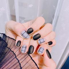 方圆形黑色灰色格纹磨砂美甲图片