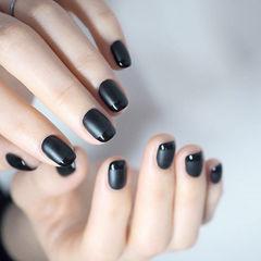 方圆形黑色法式磨砂简约美甲图片