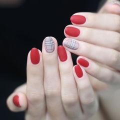 圆形红色裸色格纹磨砂美甲图片