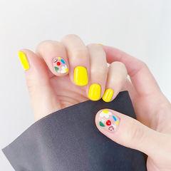 方圆形黄色白色手绘花朵笑脸可爱美甲图片
