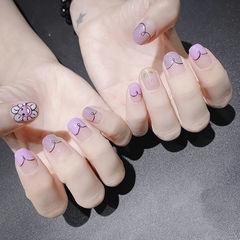 圆形紫色手绘花朵心形法式美甲图片