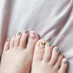 脚部绿色干花美甲图片