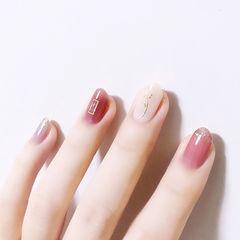 圆形粉色白色简约金箔全国连锁日式学校学美甲加微信:mjbyxs15美甲图片