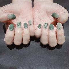 圆形绿色手绘树叶心形美甲图片