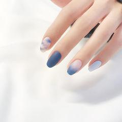方圆形蓝色晕染渐变磨砂美甲图片