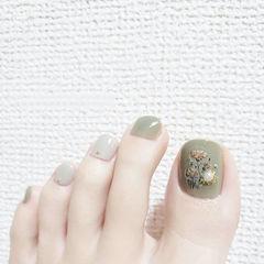 脚部绿色花朵珍珠美甲图片