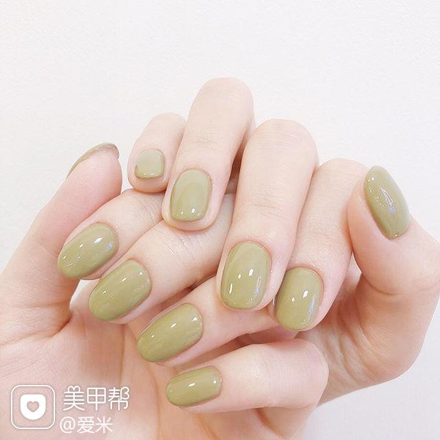 圆形绿色纯色简约美甲图片