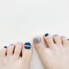 脚部蓝色灰色金银线磨砂美甲图片