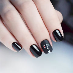 方圆形黑色手绘磨砂美甲图片