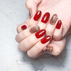 圆形红色棕色格纹美甲图片