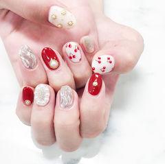 圆形红色银色白色水波纹樱桃珍珠美甲图片
