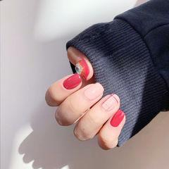 方圆形红色裸色钻线条美甲图片