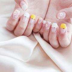 方圆形黄色白色金银线花朵平法式美甲图片