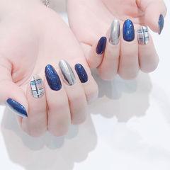 圆形蓝色银色格纹镜面美甲图片