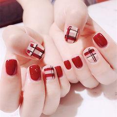 方圆形红色格纹美甲图片