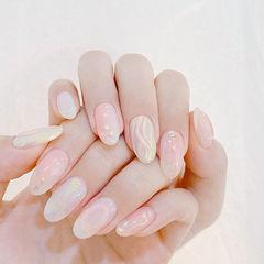 圆形裸色银色水波纹贝壳片美甲图片